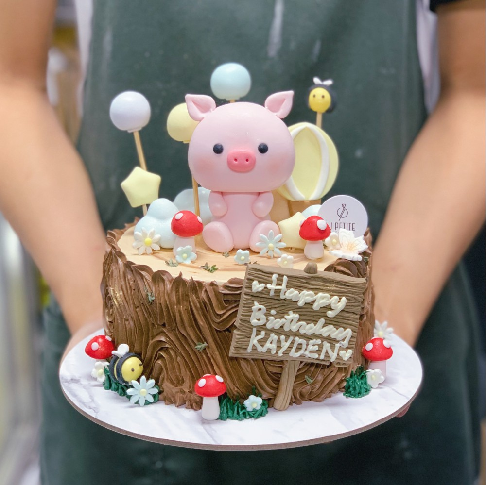 Piggy Garden Woodstump Cake