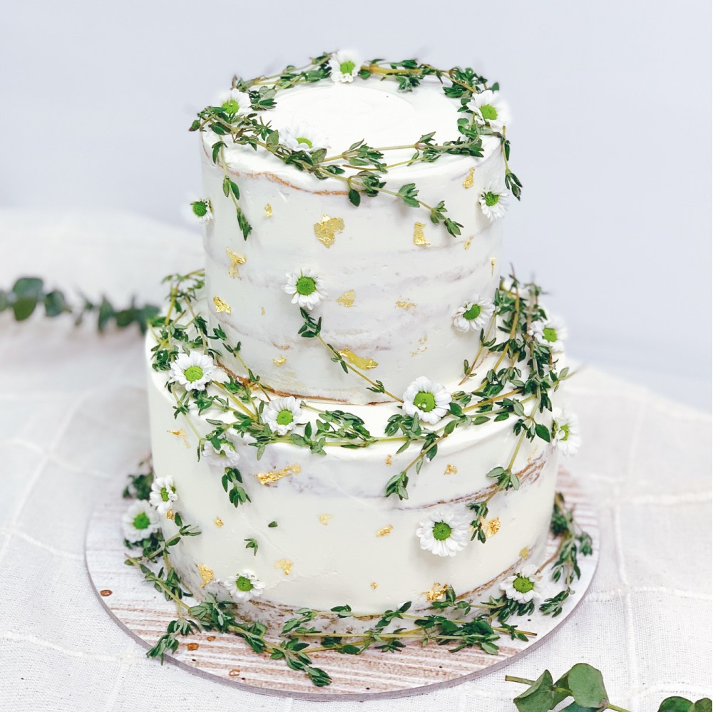 Rustic Daisies and Thyme Cake