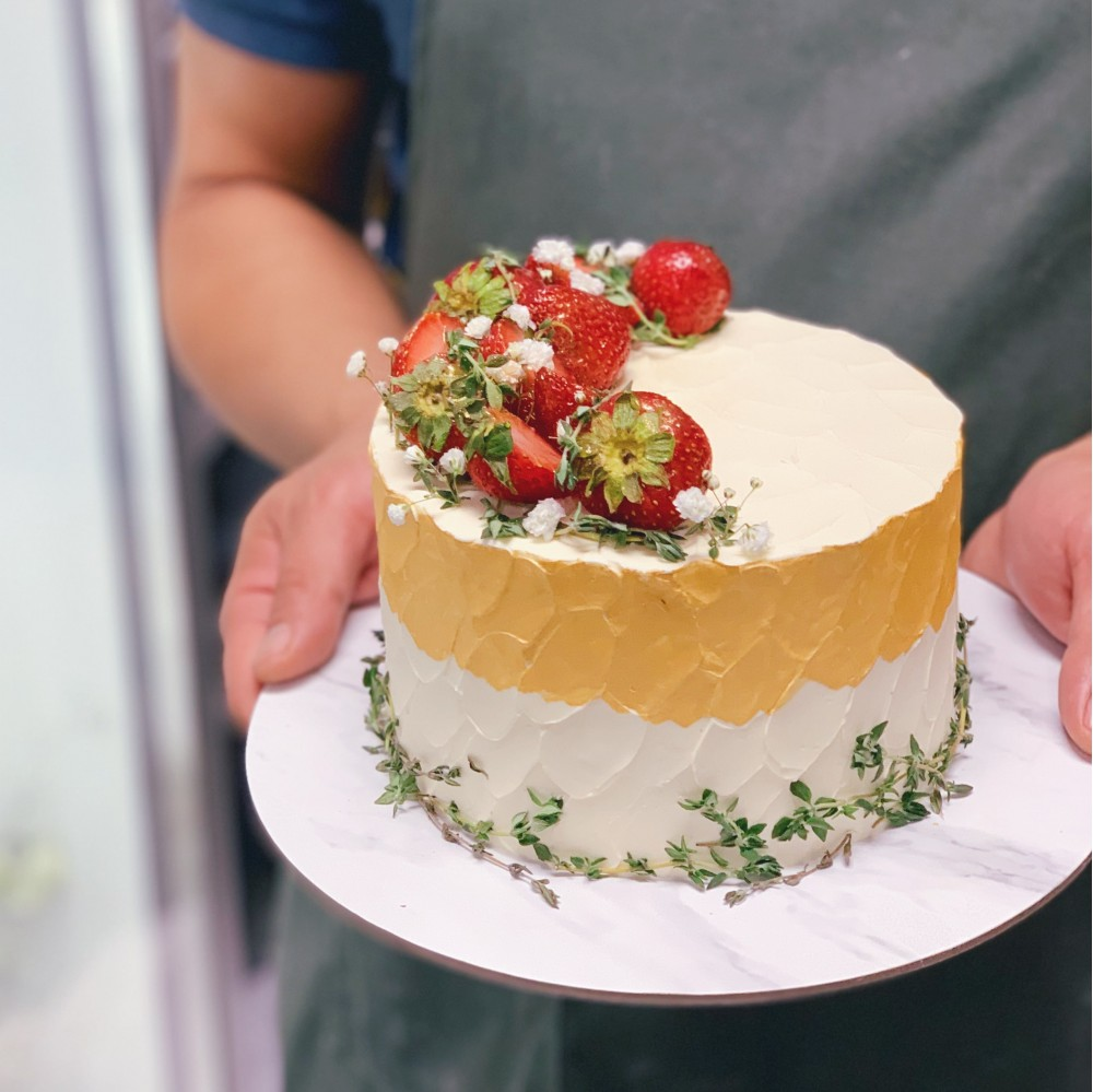 Rustic Floral Berry Texture Gold Cake
