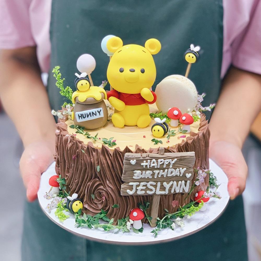 Pooh Garden Woodstump Cake