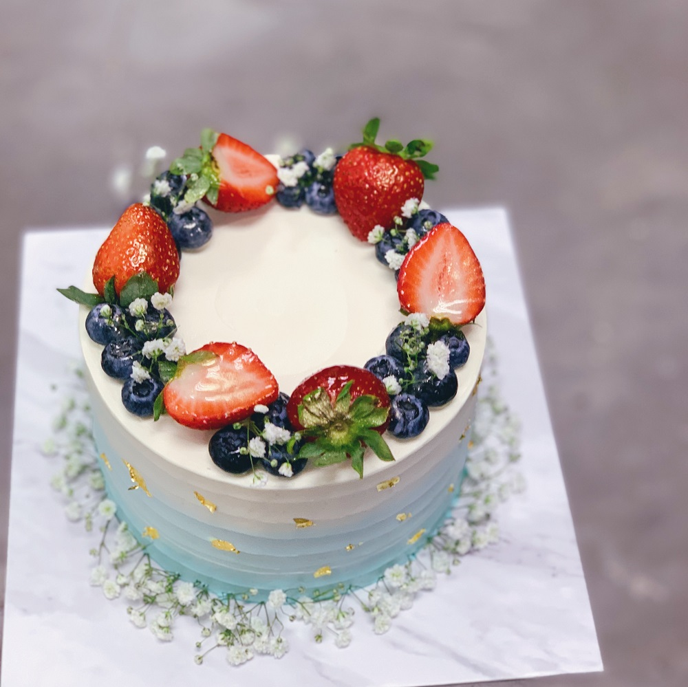 Rustic Floral Berry Wreath Cake
