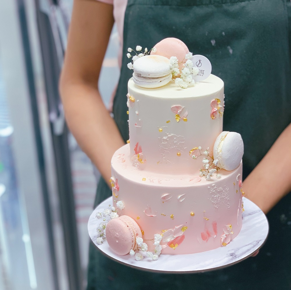 Ombre Floral with Macarons and Texture Cake