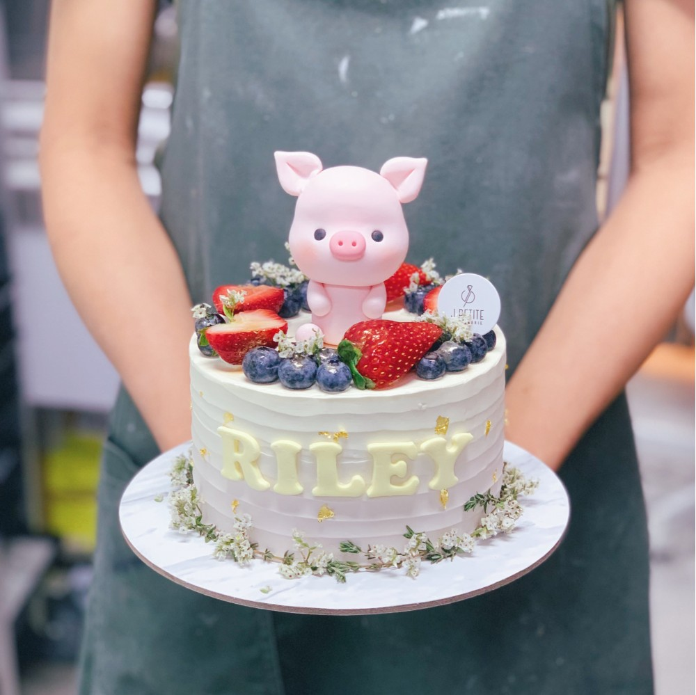 Ombre Berries with Cute Piggy Cake